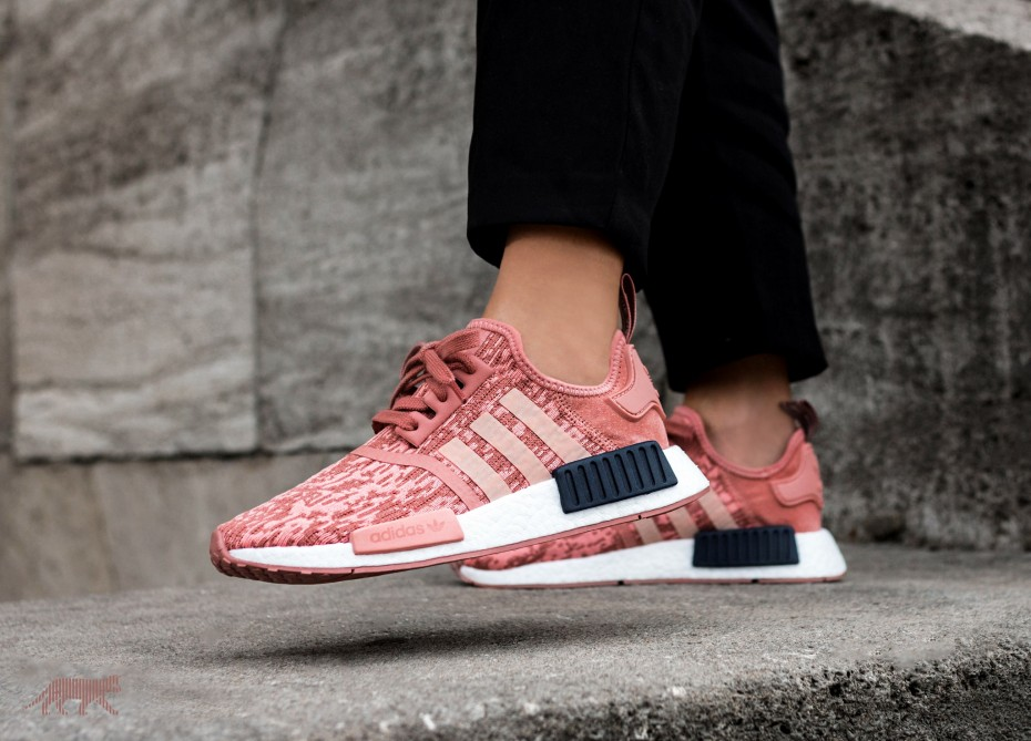 http://www.lisamorales.net/wp-content/uploads/2016/12/adidas-nmd-r1-w-raw-pink-trace-pink-legend-ink-226923-by9648-1.jpg